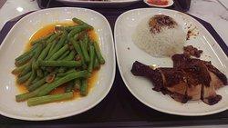 了凡香港油雞飯‧麵