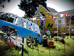 Harp & Daffodil Gift Shop