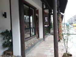Wu Town Qingfeng Mingshe Renwen Hotel