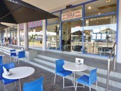 GJs Bay Cafe & Grill
