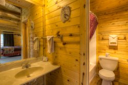 Honeymoon Cabin- Private Bathroom