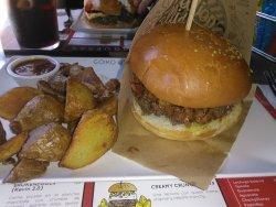 Mi hamburguesa de bacon con queso americano..el nombre no lo recuerdo