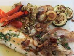 Jätte trevlig restaurang vid havet fin utsikt  Bra fläsk fisk från Mallorca