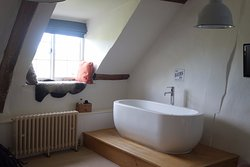 """Orla"" room - bath tub in room"