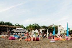 AR BOON The Beach Bar