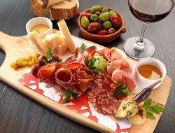 VinTura Tasting Room and Wine Rack