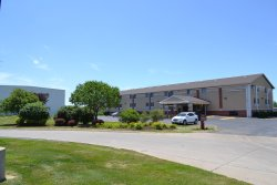 Countryside Inn & Suites Council Bluffs IA