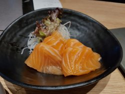 2 portions of salmon sashimi