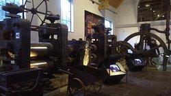 Steel sheet pressing machine