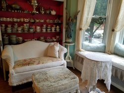 Vintage Chic Inn Bed & Breakfast