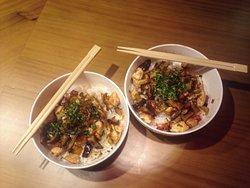 Donburi de pollo teriyaki (Plato del menú del día, fuera de carta)
