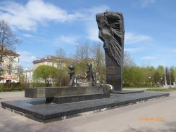 Monument to Metallurgists Preyemstvennost Pokoleniy
