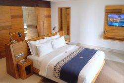 Resort dengan Kolam Renang Terunik di Lombok