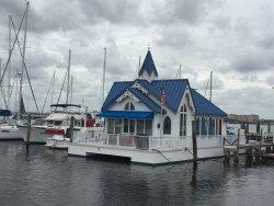 Wonderful restaurant on the water!