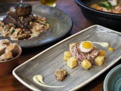 Tartar de filete de ternera Girona con huevo.