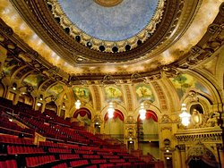 ‪The Chicago Theatre‬