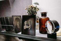 Historic photo portrait studio (Fotograf na plech)