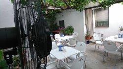 Jardín Secreto de Tanit, terraza fresca en verano.