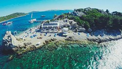 Moro Beach Stupe