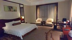 Longqi Jianguo Hotel