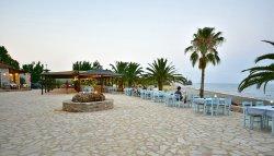 Γευματίστε κάτω από τα αστέρια δίπλα στη θάλασσα με θέα την παραλία και το Ναυάγιο