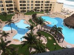 Beautiful Resort, Immaculate!