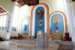 青空に映える白亜の大聖堂