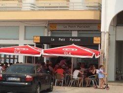 Le Petit Parisien Café