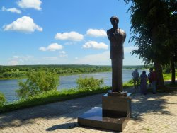 Monument to Bella Akhmadulina