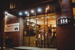 """Ресторан """"Food&Bar114"""" работает с 12 до 24 часов ежедневно. Абакан, Кирова, 114, тел. (3902)306-"""