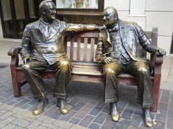 ‪Allies Statue - Franklin D. Roosevelt and Winston Churchill‬