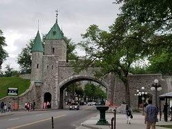 St. Louis Gate (Porte St. Louis)
