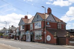 Astley Arms Stonehouse Pizza & Carvery