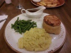 Standard Britpub pie and mash