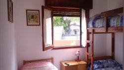 Habitación para 3 personas, 1er piso (baño compartido con otra habitación)