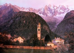 """das Dorf """"SOGLIO"""" in der Abendsonne"""