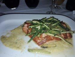 Salmon con zucchini