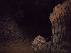 Tham Loup & Tham Hoi Caves