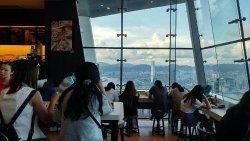 咖啡店有落地玻璃