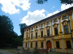 Linhartovy Chateau