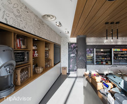 Bar and Breakfast Room at the MOXY Milan Malpensa Airport