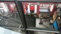萱島駅ホームのご神木の大クスノキも良いですね。