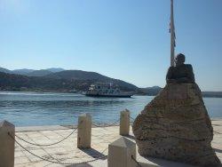 Statue of Nikos Kavvadias