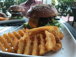 Baroa Bistro Burger & American Bar