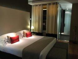 Great location + room + staffs!!!