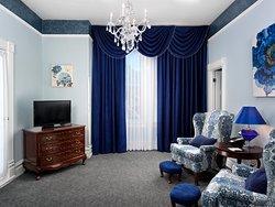 Queen Ann Suite Living Room