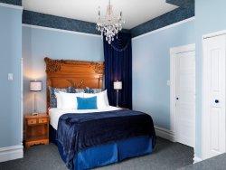 Queen Ann Suite with Queen Bed