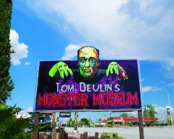 ‪Tom Devlin's Monster Museum‬