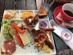 Quedens Gaard Café og Krambod