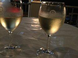 暑い夏の夜は冷えた白ワインが美味しい